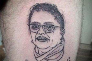 Posłanka Krystyna Pawłowicz uważa, że jej wizerunek na nodze Przemka ze Słupsk jest... niezbyt udany. Nie mniej pozdrowiła serdecznie jego właściciela tatuażu.
