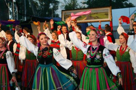 """Przez wiele lat polska kultura ludowa kojarzyła nam się z występami zespołu pieśni i tańca """"Mazowsze"""". Niesłusznie."""
