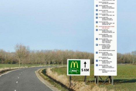 Drogowskaz, który rozpętał kolejną wojnę reklamową między siecią McDonald's i Burger King