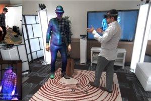 Microsoft prezentuje trójwymiarowe hologramy.