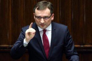 """Minister sprawiedliwości zapowiada kary za używanie błędnej nazwy """"polskie obozy śmierci"""", które za często padają w zagranicznych publikacjach."""