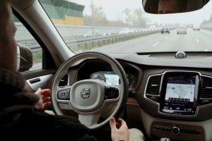 Nowe Volvo XC90 to cała gama systemów bezpieczeństwa. Testujemy niektóre z nich.