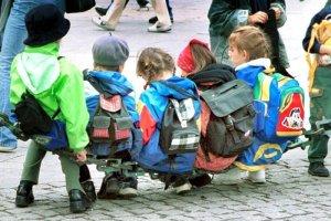 Trudno odmówić dziecku wyjazdu na wycieczkę szkolną, chociaż ceny i pomysły rodziców, co do wyjazdu, mogą zaskoczyć.
