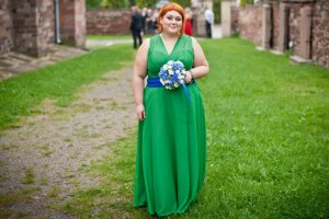 Agata Piętak na swoim blogu radzi, jak ubrać się na wesele.