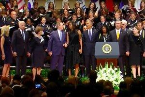 Były prezydent USA tańczył na pogrzebie policjantów z Dallas.