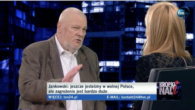 """Maciej Stanisław Jankowski, były działacz NSZZ Solidarność i były poseł AWS, w programie """"Kropka nad i"""" oddał order otrzymany w 2009 roku od prezydenta RP Lecha Kaczyńskiego."""