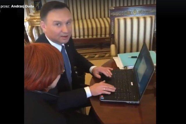 Kamera nagrała jak prezydent wpisuje hasło.