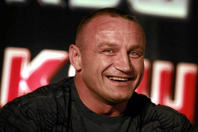 Pudzianowski był mistrzem świata w zawodach strongman, w MMA kariery jednak nie zrobił - wciąż walczy głównie ze sportowymi emerytami.