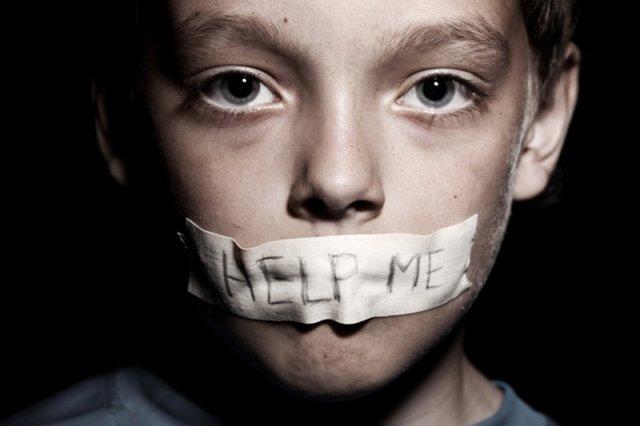 Czym jest pedofilia? Należy rozróżniać pedofilię i czyn pedofilski. Jak wyjaśnia nam seksuolog, to dwa różne – często mylone – pojęcia. Uwaga: Zdjęcie jest tylko ilustracjądo tekstu.