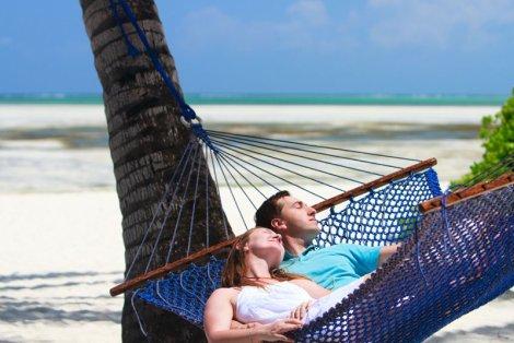Lato to okres, gdy naszą głowę zaprzątają myśli o wyjazdach i wypoczynku. Zadbajmy o to, by po powrocie do domu nie zamieniły się one w czarne myśli