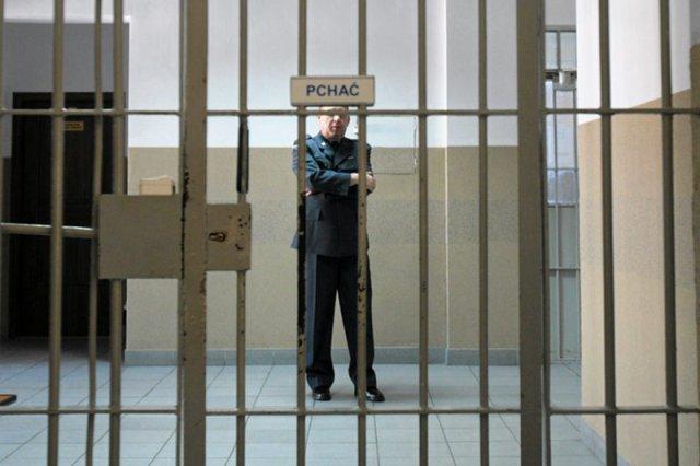 W Polsce bez wyroku można spędzić w areszcie wiele lat.