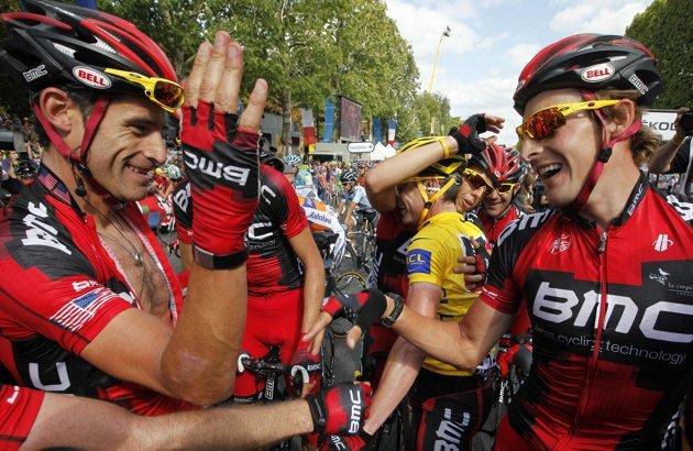 Ekipa BMC cieszy się po wygraniu Tour de France 2011. Przed sezonem 2012 kupiono największe gwiazdy peletonu, ale wyniki nie są już takie dobre.