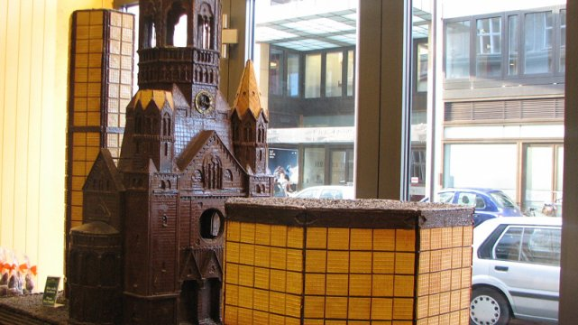 Kościół Kaiser-Wilhelm-Gedächtnis-Kirche z czekolady w berlińskim sklepie Fassbender & Rausch