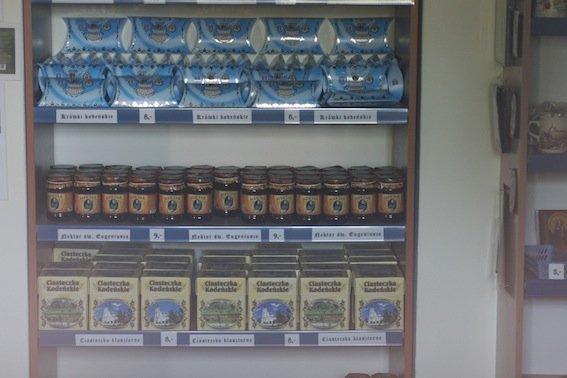 Nektar Św. Eugeniusza sprzedawany w przyklasztornym sklepiku to specjalność tutejszych Oblatów.