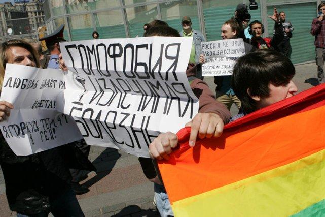 """Zakaz propagowania """"nietradycyjnych zachowań seksualnych"""". Antygejowskie prawo w Rosji"""