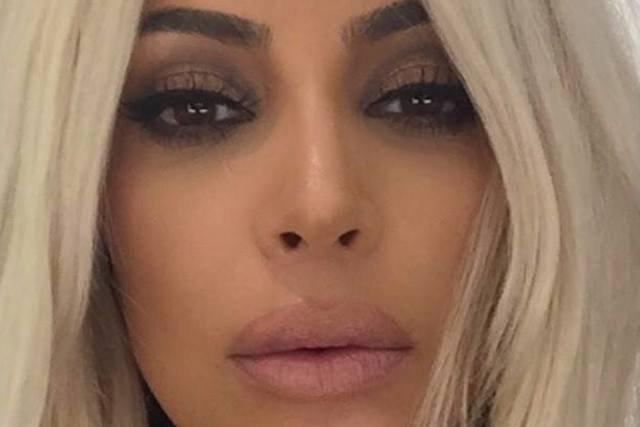Kim Kardashian filmy pornoporno konkurs squirting