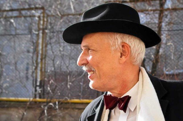 Janusz Korwin-Mikke ocenił, że dla dżentelmena większą hańbą jest picie wina z gwinta niż zgwałcenie kelnerki.
