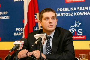 """Bartosz Kownacki:"""" Wolę przeznaczyć pieniądze na Caritas, czy Szlachetną Paczkę""""."""