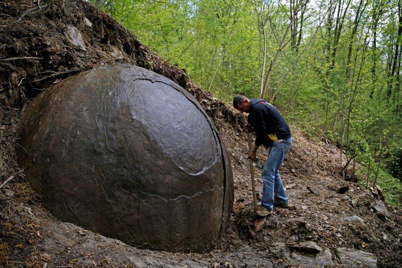Największa kamienna kula znaleziona na terytorium Bośni przez Sama Osmanagicha