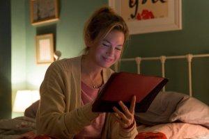 """Renee Zellweger długo milczała na temat tego, czy poddaje sięoperacjom plastycznym. Teraz zabiera głos na łamach """"Huffington Post""""."""