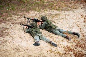 Zdaniem wojskowych dzieciaki z bronią maszynową nie mają większych szans na współczesnym polu walki.
