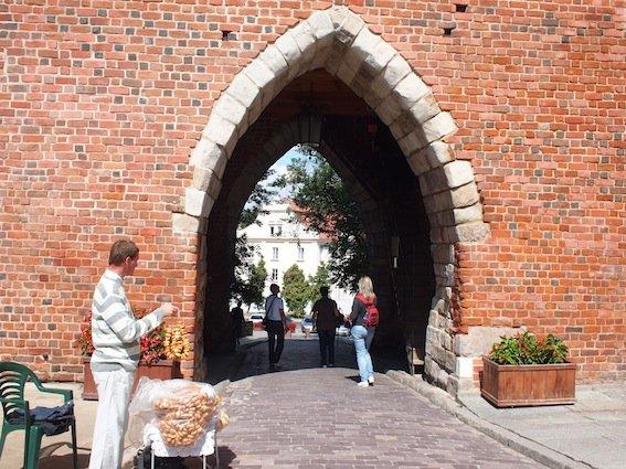 Brama Opatowska w Sandomierzu.