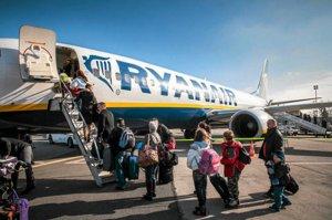 Brytyjczycy już ustawiają się w kolejce po paszport RP. Czy wkrótce będą stali do samolotu odlatującego do Warszawy?