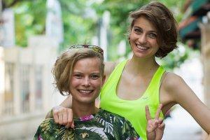 Renata Kaczoruk i Weronika Budziło razem pojechały do Azji. Na głowę pierwszej internauci wylewają wiadra pomyj.