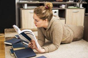 Jeśli lubisz lektury lekkie i przyjemne, te trzy książki spełnią twoje oczekiwania.