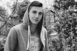 Dominik Koszowski zmarł na skutek ran ciętych. Chłopaka i jego ojca napadła kilkunastoosobowa grupa.
