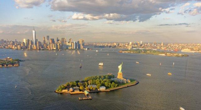 NYC od strony Ellis Island.
