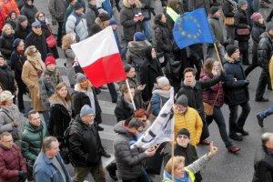 Weekendowe marsze zgromadziły dziesiątki tysięcy manifestujących.