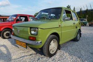 """Ceny maluchów przekraczają 60 tys. zł, ale moda na Fiata 126p nie dotyczy 30-latków. """"To pokolenie ma traumę"""""""