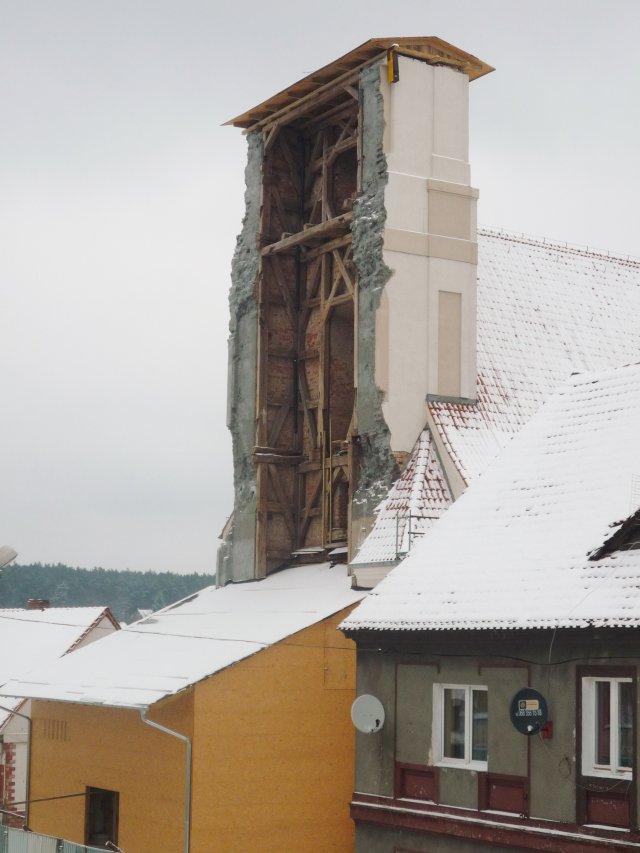 Kikut wieży kościoła w Otyniu - czy poświęcimy nasze zabytki na ołtarzu niezależności energetycznej?