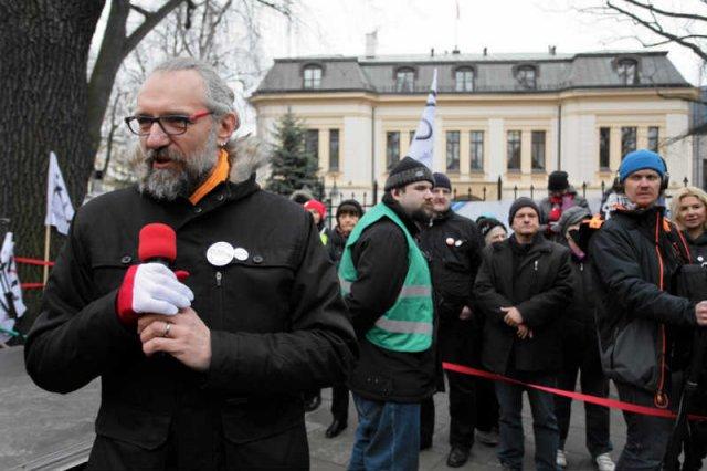 Lider KOD Mateusz Kijowski zapowiada, że przedstawiciele organizacji pojadą do USA, gdzie spotkają się m.in. z przedstawicielami administracji Baracka Obamy.