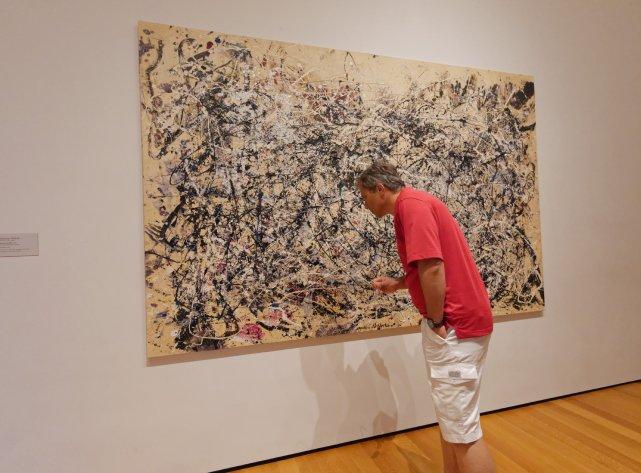 Możliwość obcowania z bliska z malunkami Pollocka czy Klee (niestety b. niewiele!) jest uskrzydlająca.