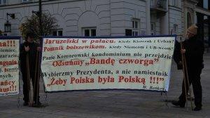 Obchody miesięcznicy katastrofy smoleńskiej przed Pałacem Prezydenckim w Warszawie