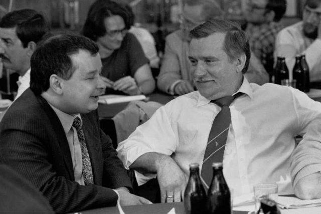 Jarosław Kaczyński i Lech Wałęsa w 1990 roku.