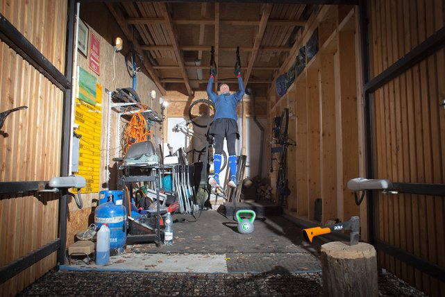 Kółka olimpijskie to wymagające narzędzie. Angażują mięśnie dużo bardziej niż poręcze