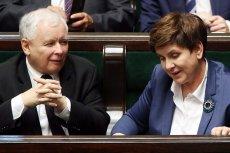 Wyniki najnowszego sondażu CBOS powinny spodobać się zwierzchnikowi premier Beaty Szydło.