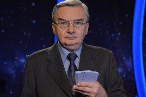 """Prowadzący """"Jeden z dziesięciu"""" Tadeusz Sznuk cieszy się niesamowitą popularnościąw sieci"""
