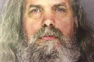 Podejrzany Lee Kaplan usłyszał 10 zarzutów dotyczących przestępczości seksualnej, w tym gwałt.