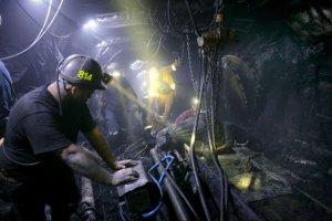 Rząd bierze się za górników i... podzieli kopalnie na dobre i złe. A ustawą dobije polski sektor węglowy?