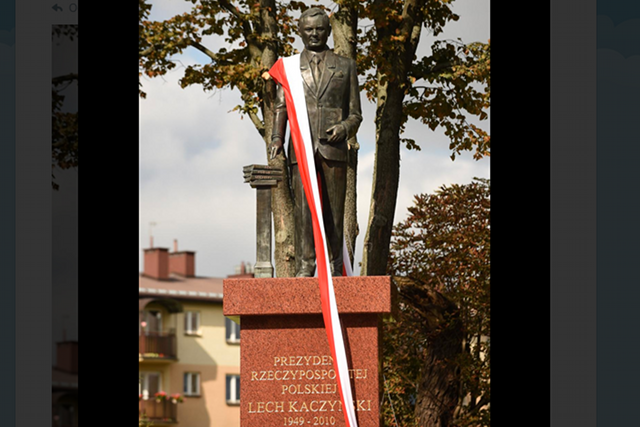 Statua Lecha Kaczyńskiego nie przypomina prezydenta