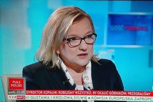 """Beata Kempa w TVP info mówi o """"tabletowej opozycji"""". A prowadzący... przypomina, kto jest gwiazdą z tabletu"""