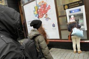 Olbrzymie kolejki do bankomatu zamiast czarnego protestu. Panika bankowa pomysłem na Ogólnopolski Strajk Kobiet