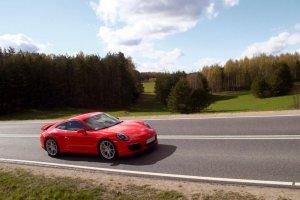 Porsche 911 Carrera S w kolorze Guards Red.