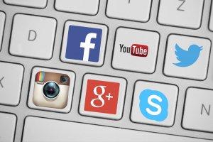 Wielogodzinne przesiadywanie na stronach typu social media prowadzi do poważnych zaburzeń snu, szczególnie wśród młodych ludzi