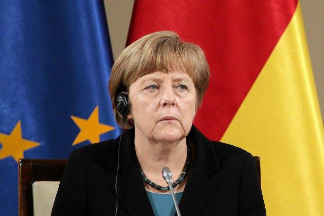 """kanclerz Merkel w rozmowie telefonicznej z burmistrz Kolonii Henriette Reker wyraziła """"oburzenie tymi wstrętnymi napaściami seksualnymi"""" i podkreśliła, że konieczna jest zdecydowana reakcja państwa prawa."""