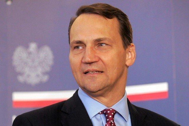 Resort Radosława Sikorskiego prowadzi wyprzedaż nieruchomości należących do Polski. Tłumaczy to względami ekonomicznymi